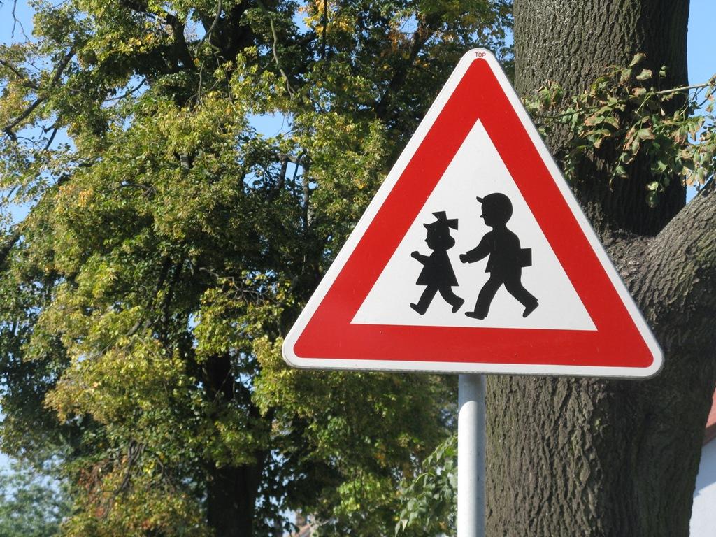 4e4ce03ed Špatně umístěné značky stále ohrožují na Praze-západ životy řidičů i ...