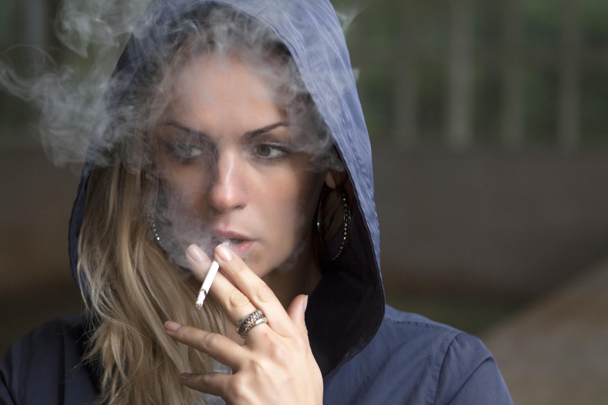 2 dívky kouření