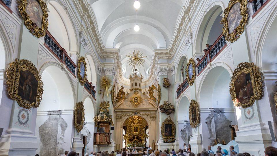 Interier barokního kostela na Chlumku