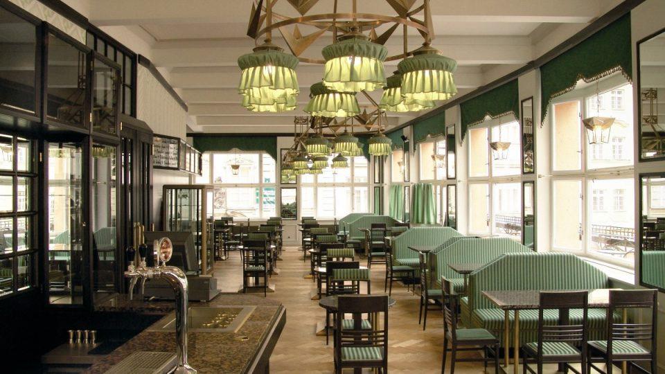 Interiér kavárny v roce 2005 (i v současnosti)
