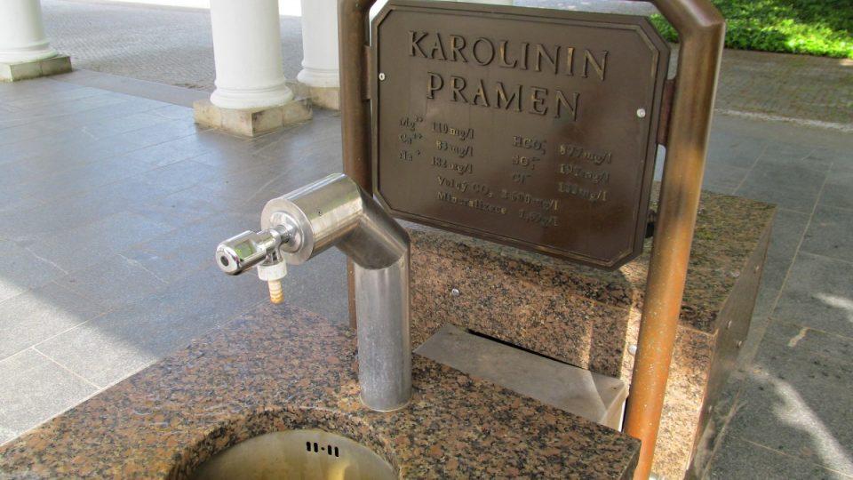 Mariánské Lázně - Karolinin pramen svedený do trubek