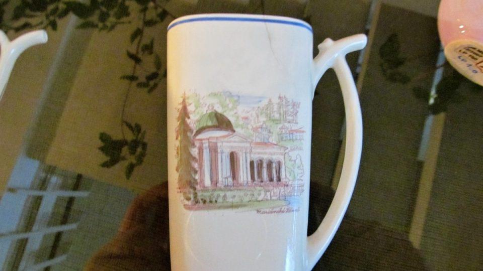 Mariánské Lázně - porcelánové pítko ve vitríně muzea