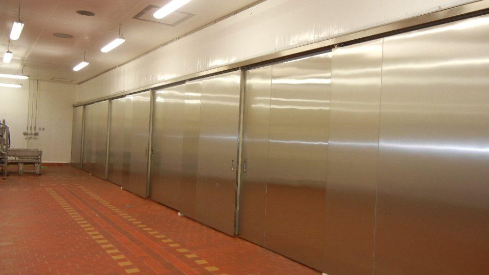Nerezové dveře do odkapních sálů