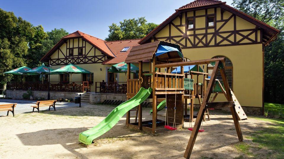 Havířská bouda nabízí vedle výborné restaurace a penzionu také zábavu pro děti