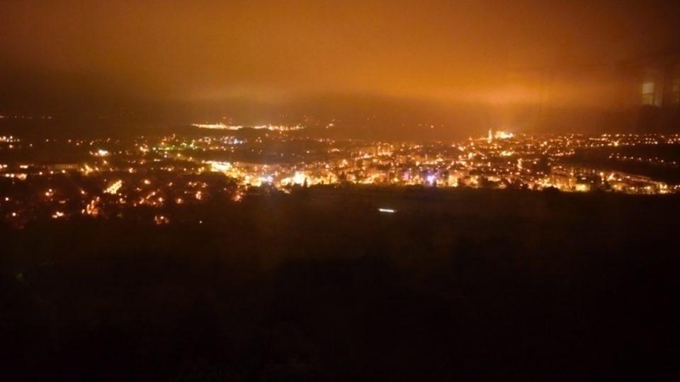Výhled na večerní Kutnou Horu si můžete vychutnat během chutné večeře
