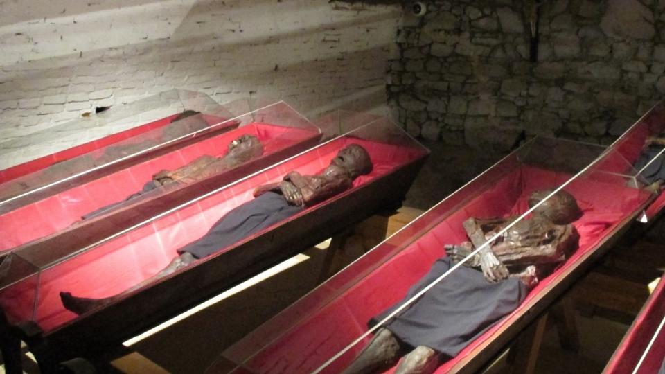 V Klatovech pod kostelem odpočívá téměř 40 těl