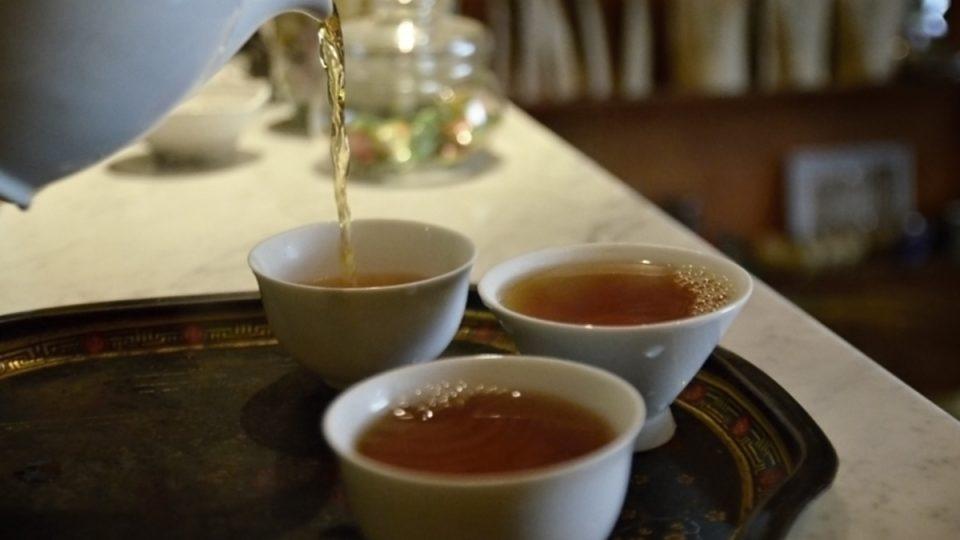 V čajovně