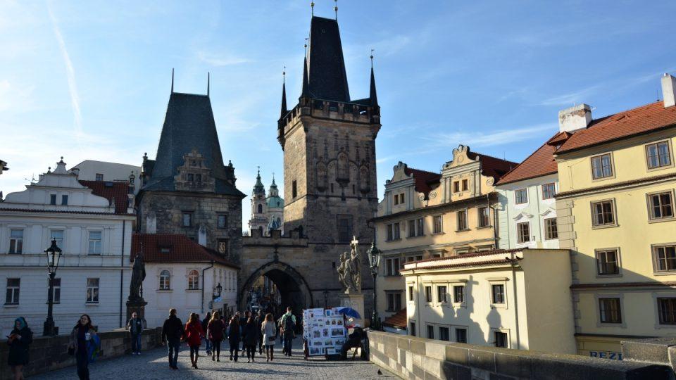 Malostranské věže - nižší starší věž je Juditina, mladší pozdně gotická je přístupná veřejnosti
