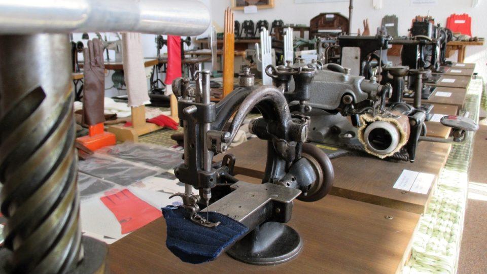 Zrestaurované šicí stroje v Abertamech