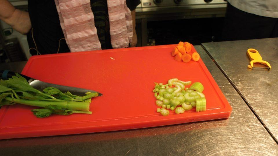 Nakrájený řapíkatý celer
