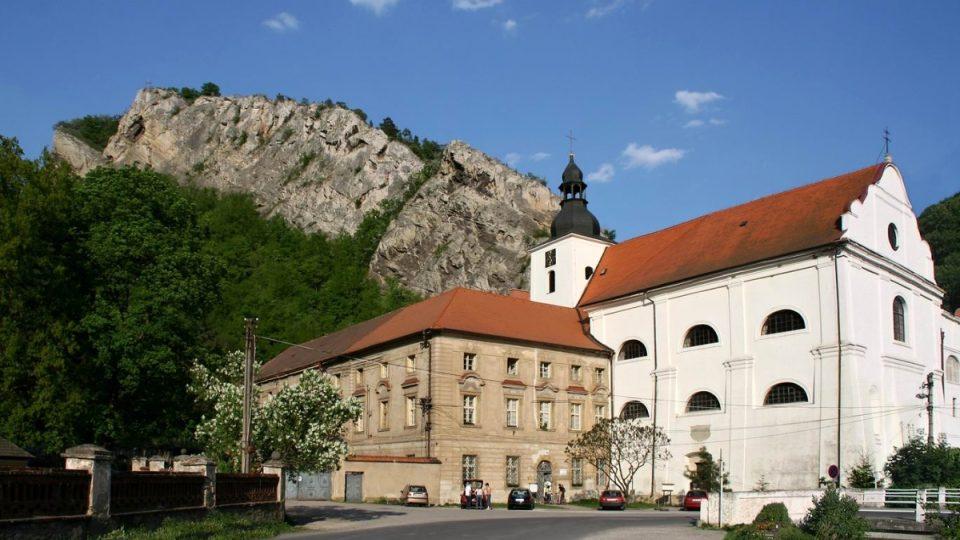 Klášter Svatý Jan pod Skalou s kostelem sv. Jana Křtitele
