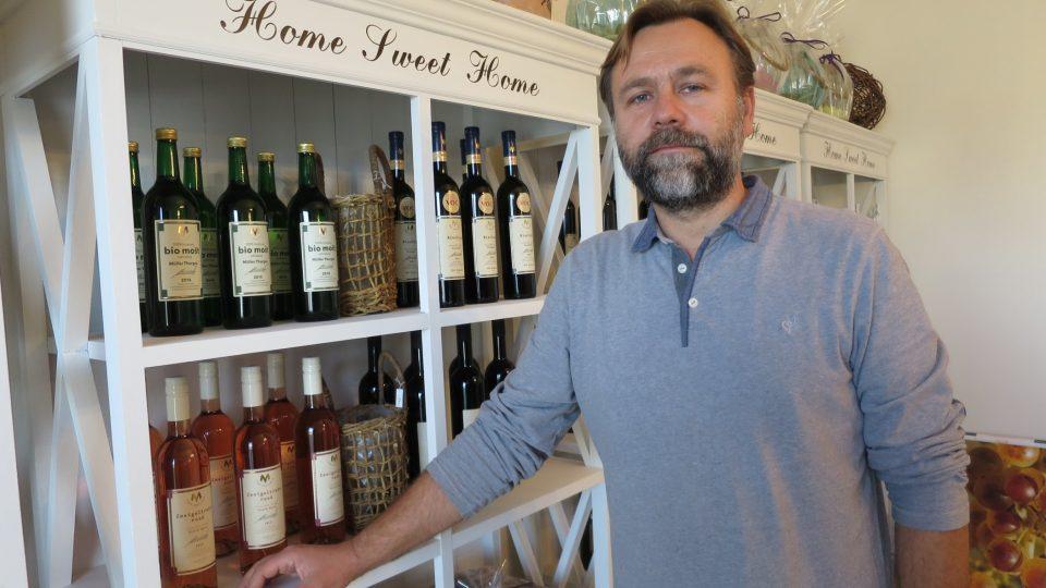 Vinař Petr Marcinčák je na své unikátní víno náležitě pyšný