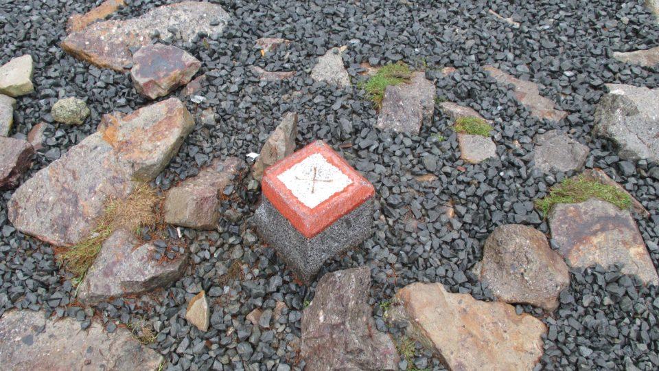 Kopec kotel je ve výšce 575 metrů nad mořem