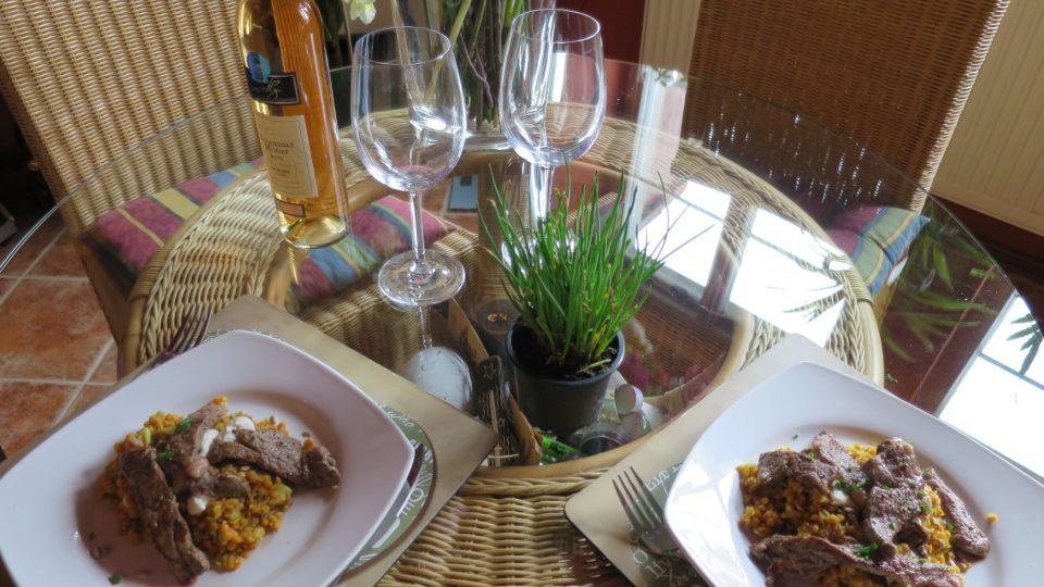 Luštěniny, hovězí roštěnec a kozí sýr - bez sádla by se toto jídlo neobešlo