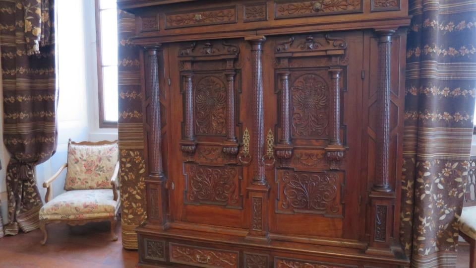 Skříň z roku 1674, kterou na zámek Mnichovo Hradiště přivezl jako dar ruský car Mikuláš I.