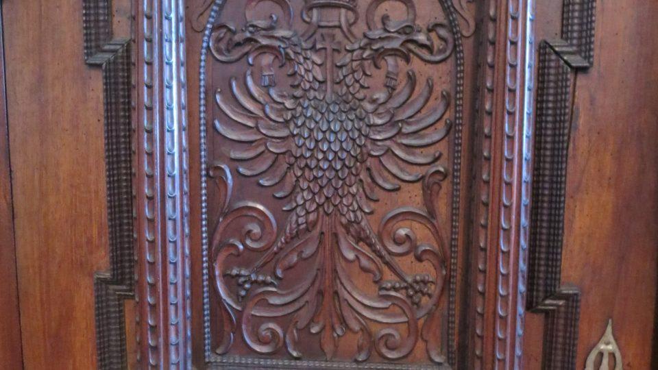 Skříň s darovanou vyřezávanou dvouhlavou orlicí byla jasný symbolem pro budoucí spolupráci Rakouského císařství a carského Ruska