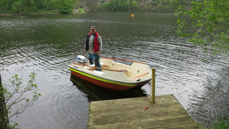 Pokud nechcete plavat, je nutné si najmout loďku