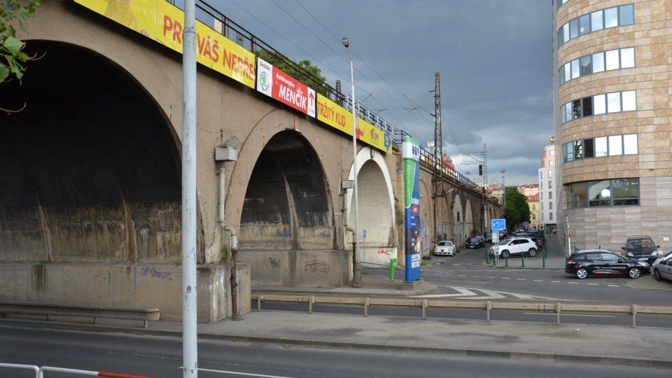 Negrelliho viadukt nad Rohanským nábřežím