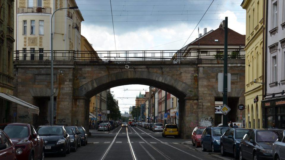 Viadukt nad Sokolovskou ulicí