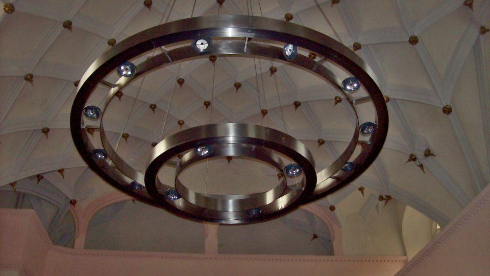 Lustr v kostele sv. Floriána