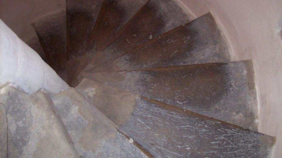 Schody do věže