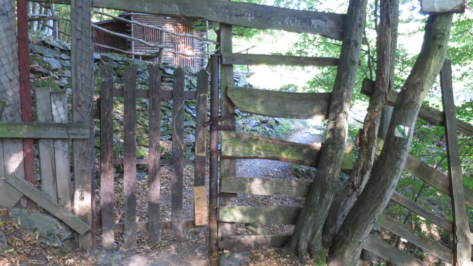 Brána, kterou vstoupíte do třebenické obory