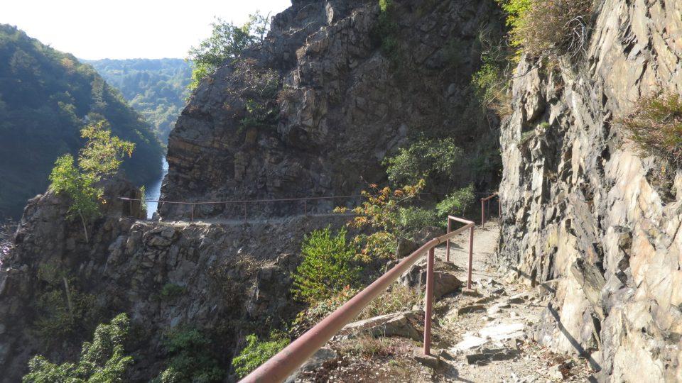 Stezka kopíruje slavný meandr Vltavy