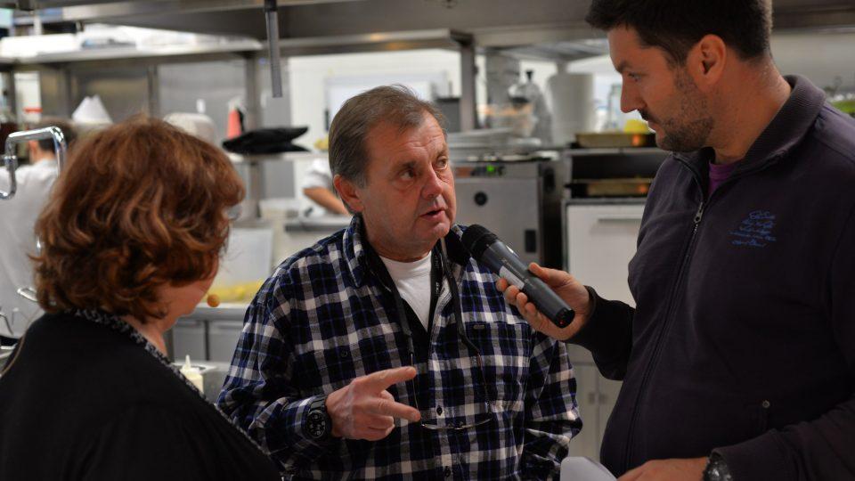 Mojmír Maděrič dohlížel na dění v kuchyni