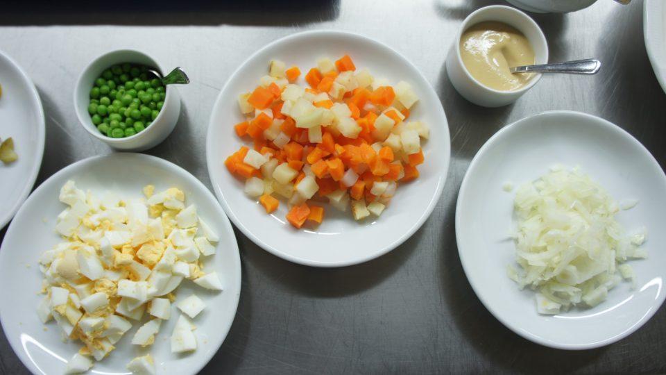 Základní suroviny na bramborový salát
