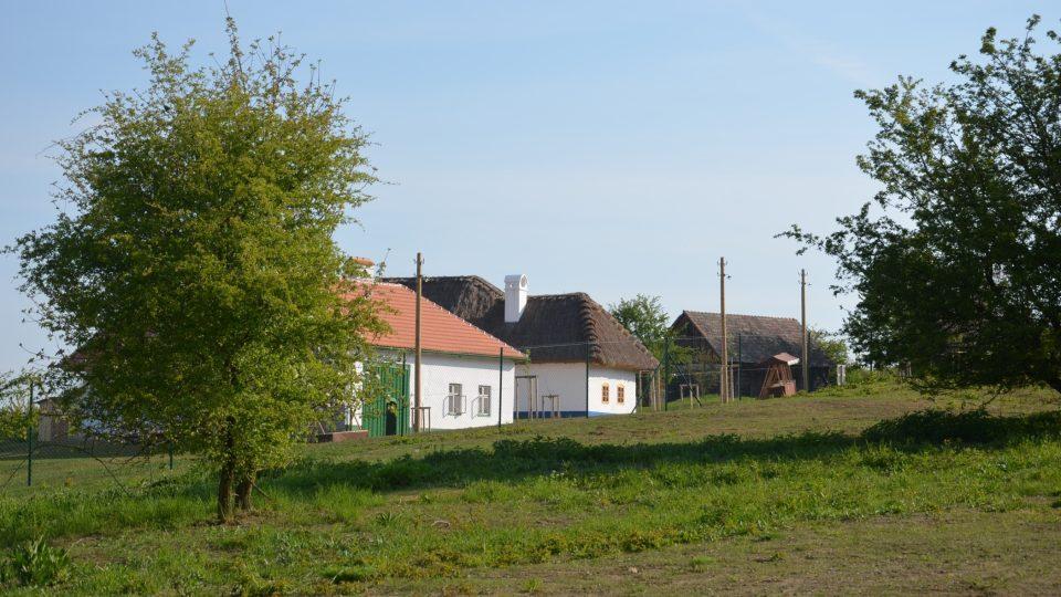 Park Rochus se rozkládá v prostoru bývalého vojenského cvičiště a navazuje na oblast mařatických vinohradů