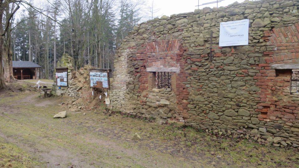 Janova hora leží zhruba 495 metrů nad Vizovicemi
