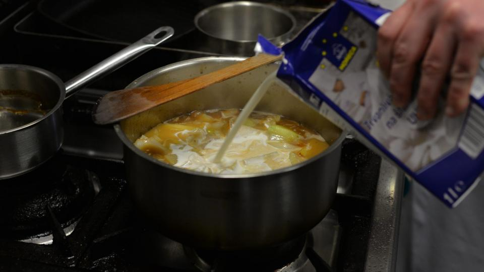 Do polévky přidáme i smetanu