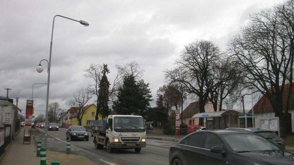 V Chrášťanech bývá klid, ale hlavní ulice je frekventovaná