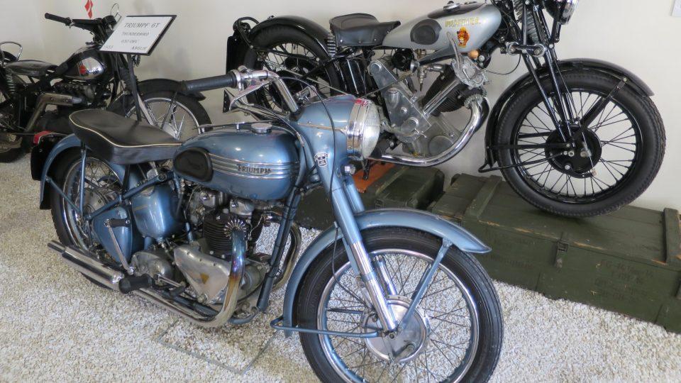 Anglický motocykl Triumpf 6T Thunderbird z roku 1953