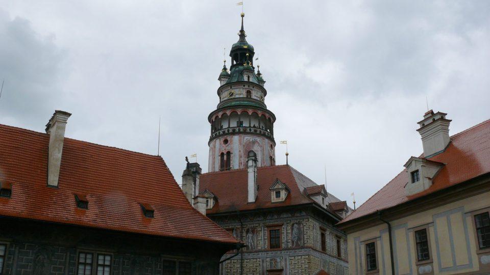 Pohled na věž z prvního nádvoří