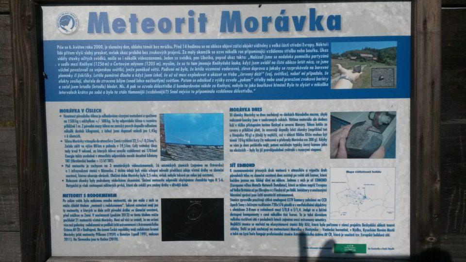 I náhodní kolemjdoucí se mohou dozvědět vše podstatné o tomto meteoritu s rodokmenem