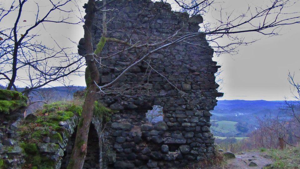 Dochovaly se dvě klenby bran a několik obvodových zdí