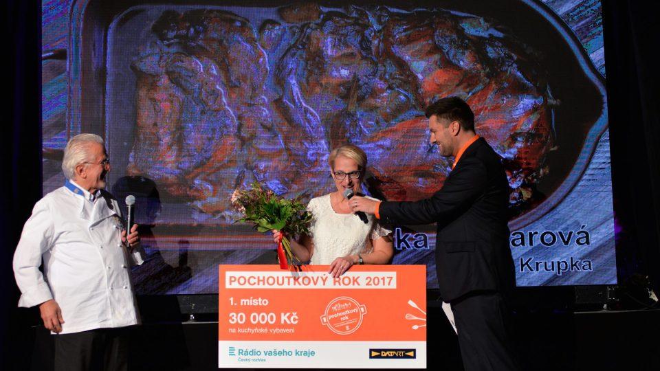 Pochoutkový rok vyhrála Lenka Glogarová s cibulovým králíkem