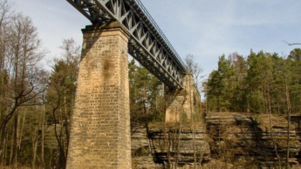 Viadukt v údolí Robečského potoku