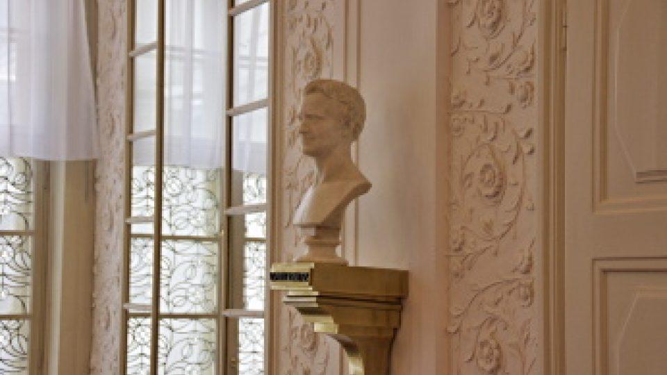 Busta Vincenze Priessnitze od dánského sochaře Bissena v hale sanatoria