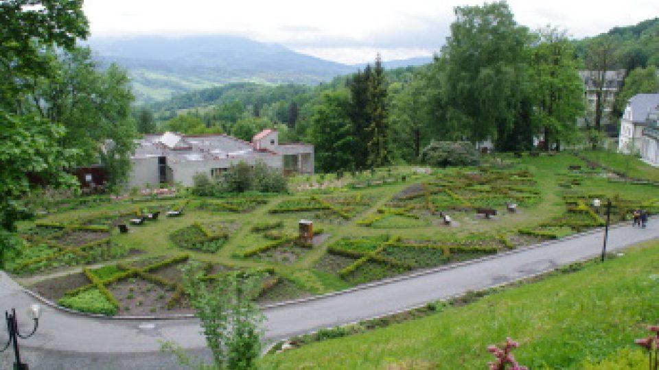 Před Priessnitzem je k navštívení i zahrádka s vonnými bylinami
