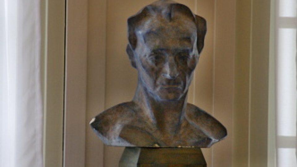 Tato busta je modernější a pochází z ateliéru místního sochaře Borečka