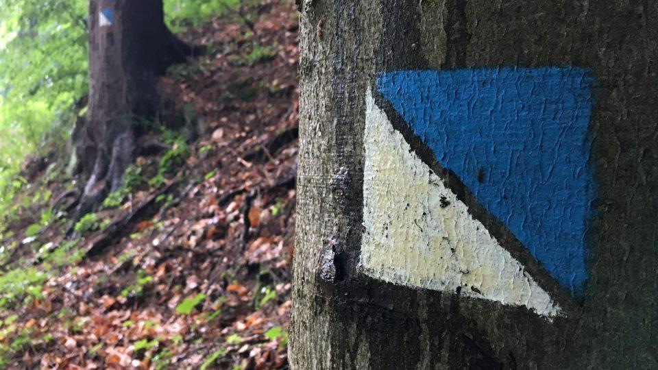 Stezku značí modrobílý čtverec