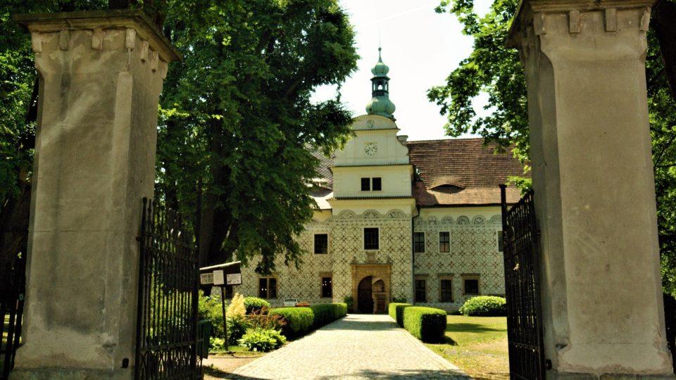Doudlebský zámek od druhé zámecké brány