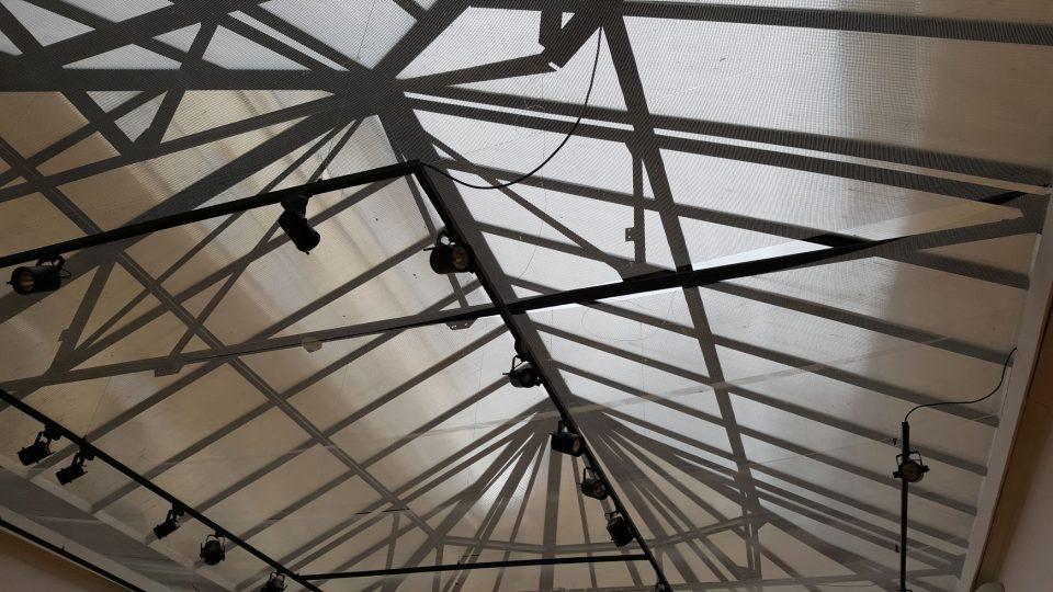 Prosklený železný strop Topičova salonu