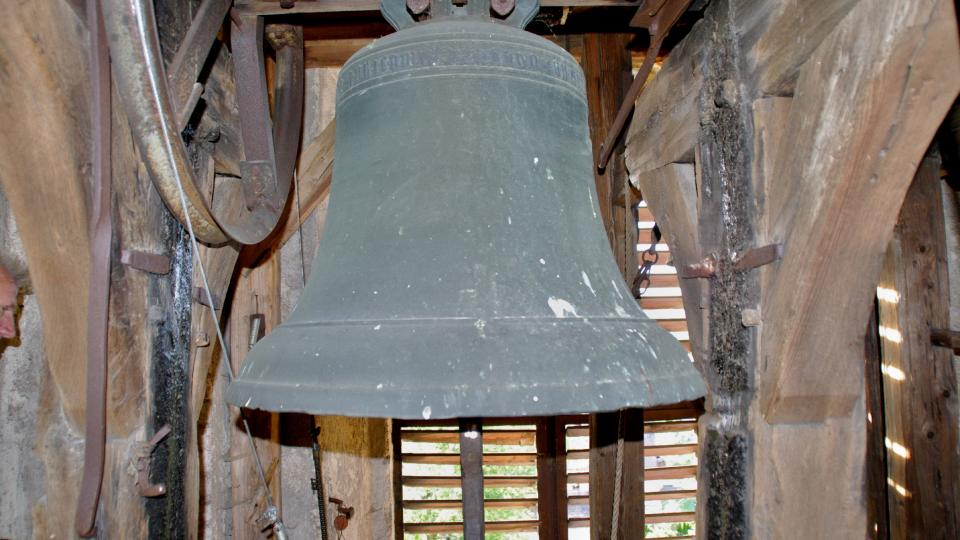 Zvon z roku 1567 pamatuje ještě starý dřevěnný kostel v Rohli