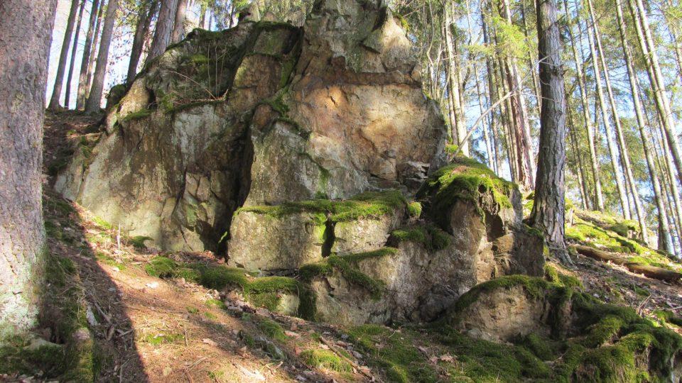 Ještě dnes je možné projít nádhernými skalami na březích Malše, i když podstatná část z nich zmizela pod vodami přehrady