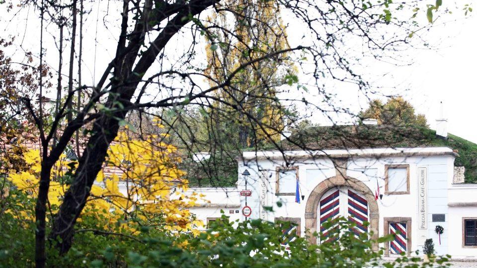 Brána byla vystavěna v rámci rozsáhlého barokního fortifikačního systému