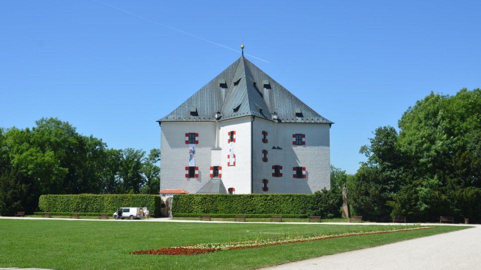 Letohrádek Hvězda, nedaleko kterého se bitva odehrála, postavil Ferdinand Tyrolský v letech 1555-8 pro svou milou