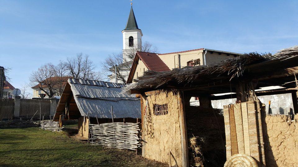 Středověké stavby v parku
